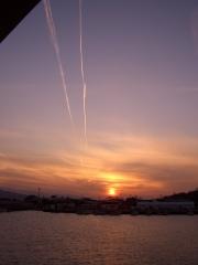 並行する飛行機雲