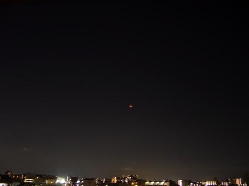 赤い月がちょっと怖いです